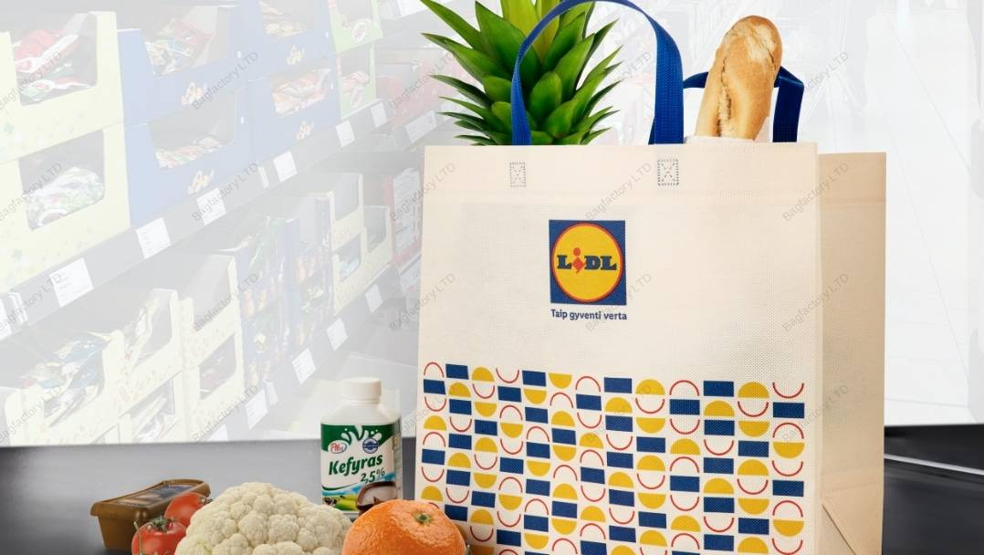 XXL oversized heavy duty non-woven bag in size: 40 cm width x 20 cm depth x 40 cm height with short handles and made in europe.